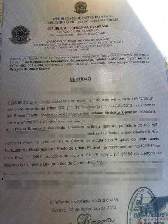 Documento que prova a convivência entre duas mulheres, Taciana e Poliana, em forma de certidão registrada em cartório.